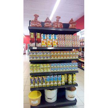 Tête de gondole épicerie portugaise